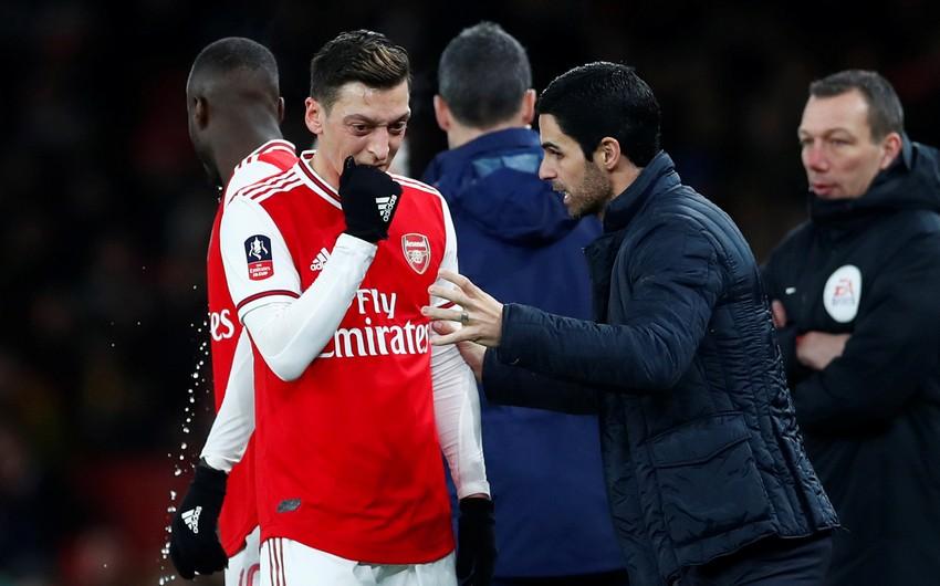 Arsenalın baş məşqçisi: Özilin ayrılmasını görmək kədərlidir