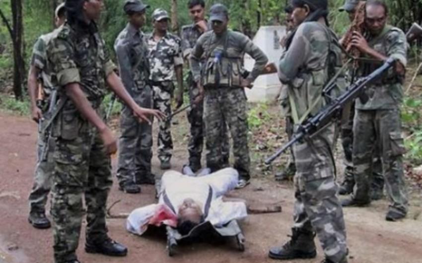 Hindistanda baş vermiş atışmada 18 silahlı öldürülüb