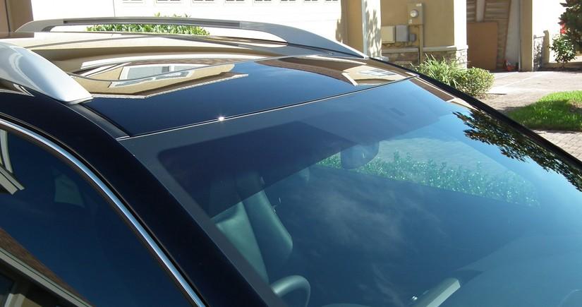 MM avtomobillərin ön şüşəsinin yuxarısına rəngli plyonka bərkidilməsinin qadağan olunmasını təsdiqlədi
