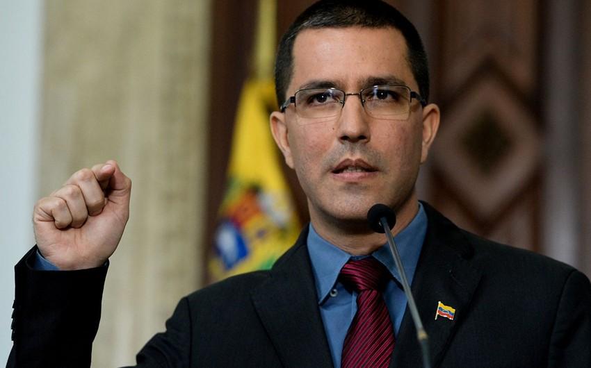 Venesuela və Kolumbiya qarşılıqlı şəkildə səfirlik əməkdaşlarını ölkədən çıxardıblar