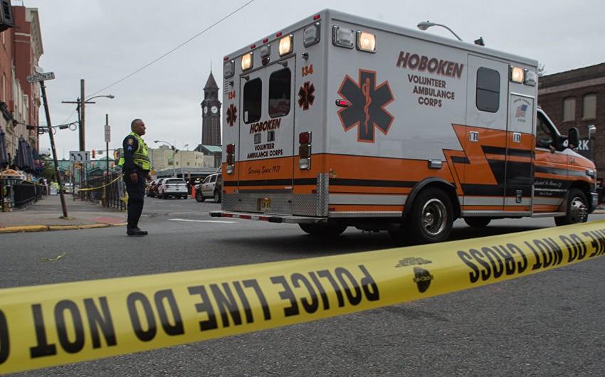 ABŞ-da yük avtomobili körpüdən kütlənin üstünə düşüb: 4 ölü, 9 yaralı