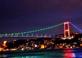Стамбульские мосты окрасились в цвета азербайджанского флага