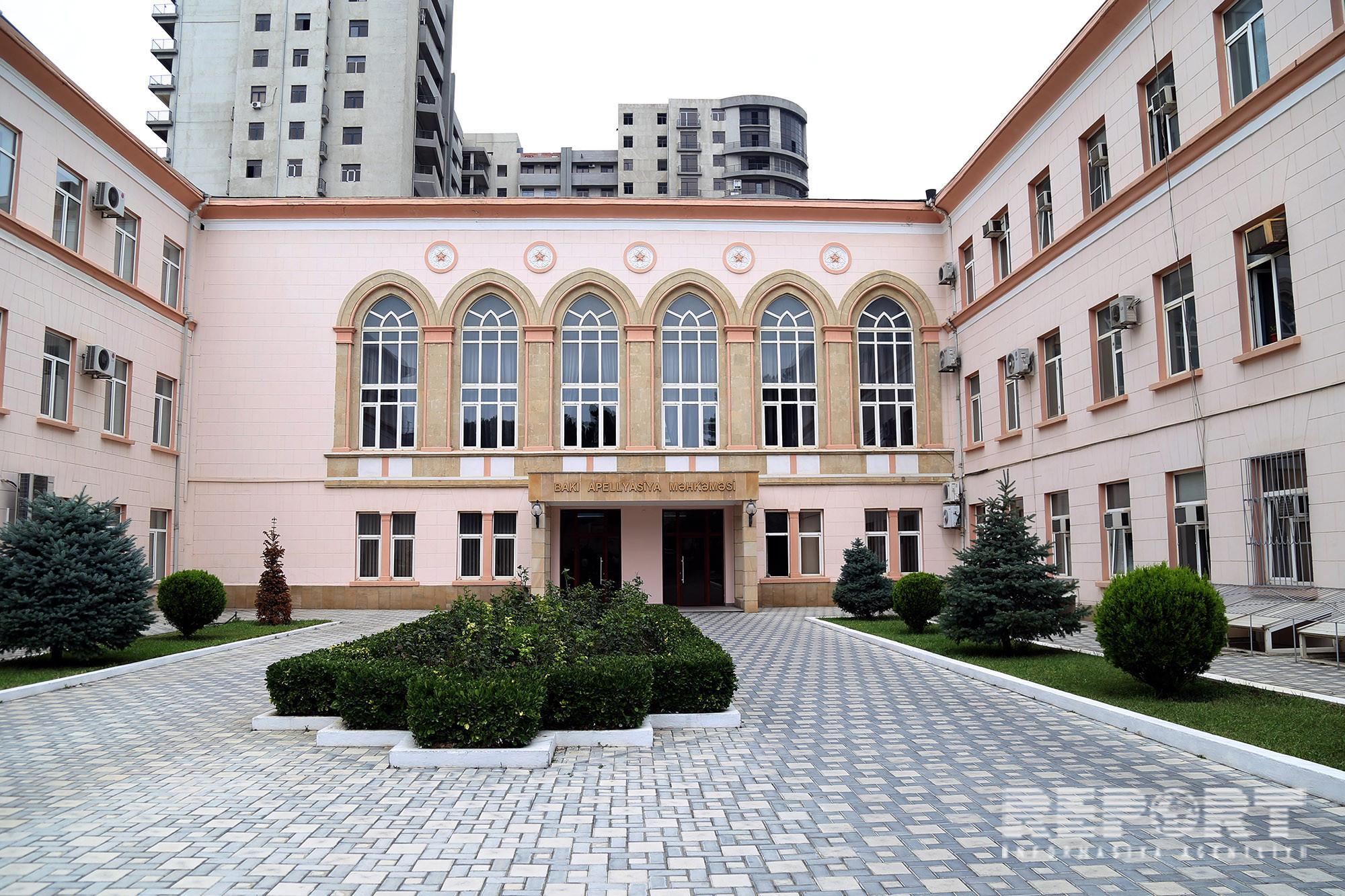 Öz kartına yarım milyon dollar köçürən Bank of Baku əməkdaşının hökmündən protest verilib