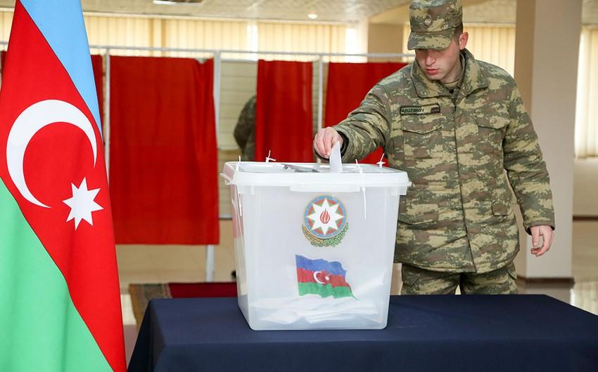 Личный состав Азербайджанской армии участвует в голосовании на выборах президента - ВИДЕО