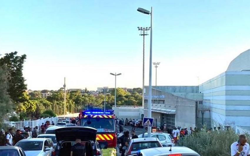 Fransada matç zamanı 1 futbolçu öldürülüb, daha 1-i ağır yaralanıb