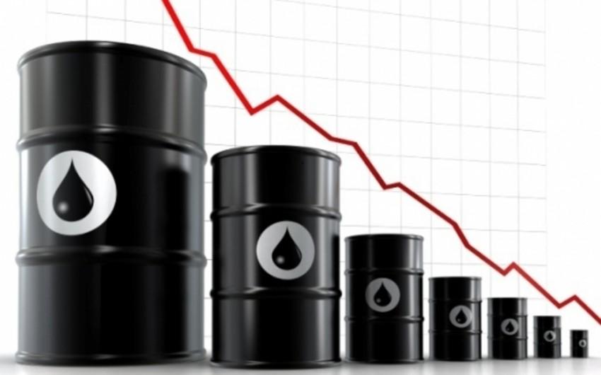 Avropa, Çin və ABŞ-da benzin ehtiyatlarının artımı neftin qiymətinin düşməsinə təsir göstərib