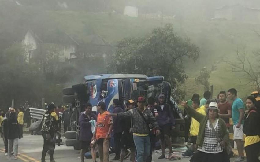 Barselonanın azarkeşlərini daşıyan avtobus qəzaya düşüb: 12 nəfər ölüb