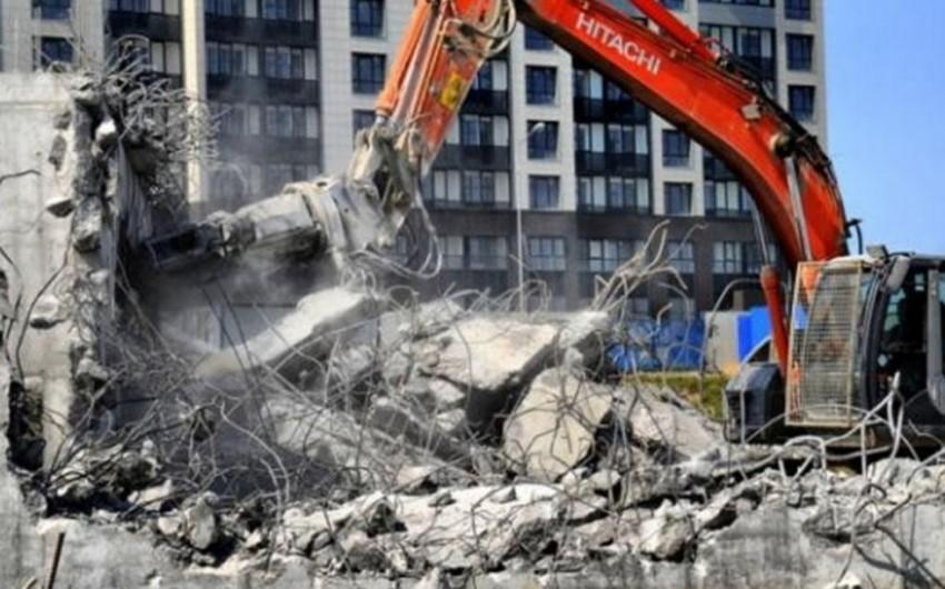 Abid Şərifov Bakıda Xruşşovka tipli beton binaların sökülməsinə münasibət bildirib