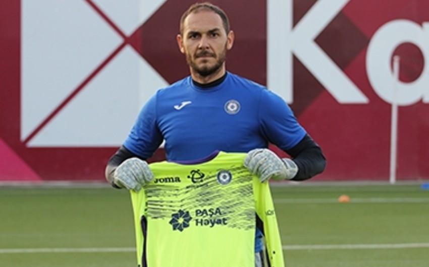 Sumqayıt klubu Kamran Ağayevi transfer edib