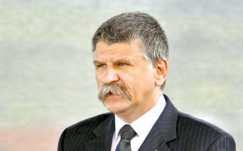 В Азербайджан прибыл председатель парламента Венгрии