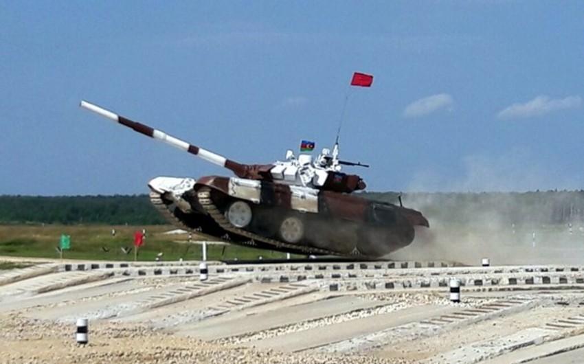 """""""Tank biatlonu"""" müsabiqəsində iştirak edəcək Azərbaycan hərbçiləri Moskvaya yola düşüb"""