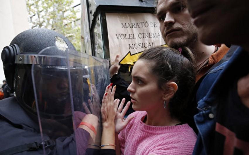 Kataloniyada baş vermiş toqquşmalarda 337 nəfər xəsarət alıb - YENİLƏNİB