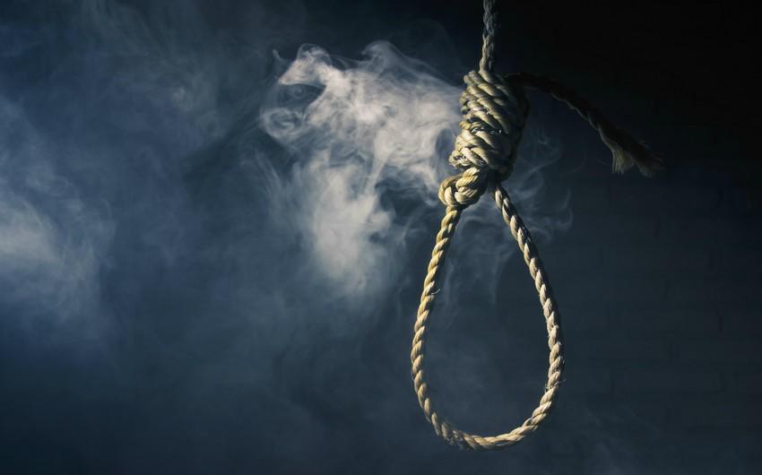 20 yaşlı gənc əmisinin həyətində intihar etdi