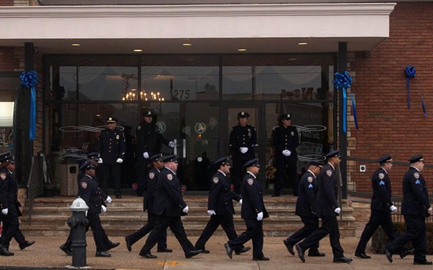 Nyu-York polisi şəhər merinin çıxışı zamanı ona arxa çevirib