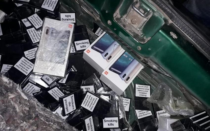 Azərbaycan vətəndaşının qanunsuz yolla ölkəyə siqaret və mobil telefon gətirməsinin qarşısı alınıb