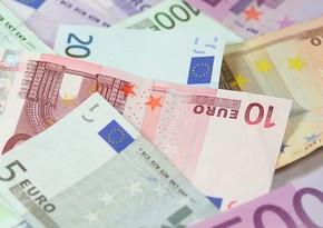 Влюбленную пару оштрафовали на €400 за поцелуй без масок
