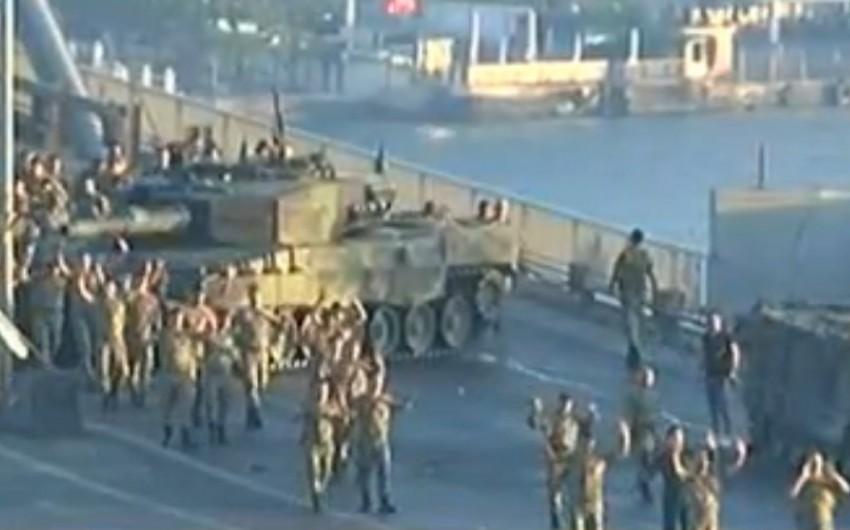 İstanbulda Boğaziçi körpüsünü bağlayan hərbçilər təslim olublar - YENİLƏNİB