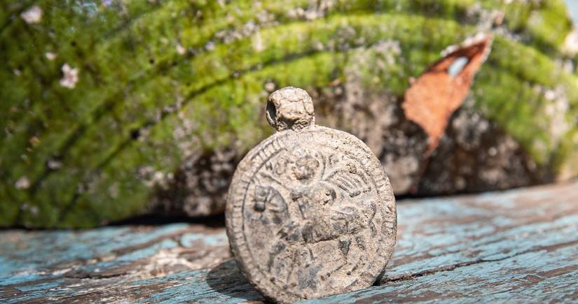 На раскопках в Крыму найден византийский медальон XII-XIV веков