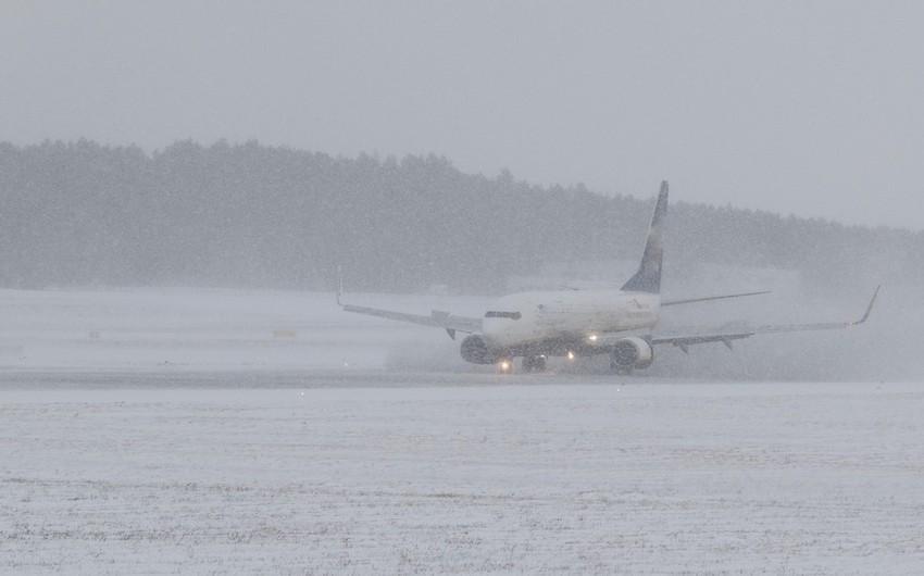 Cнегопады в США привели к отмене 800 авиарейсов