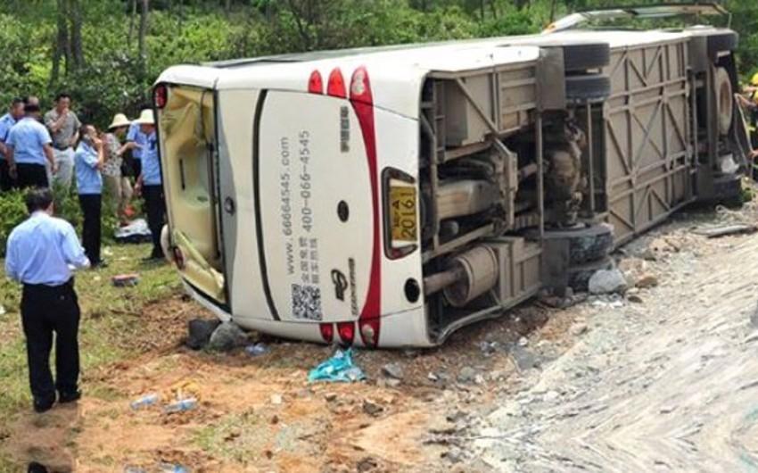 Çində fəhlələri daşıyan avtobus aşıb, 13 nəfər ölüb, 47 nəfər yaralanıb