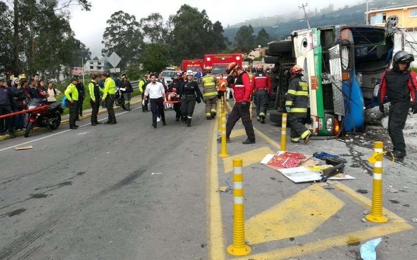Ekvadorda sərnişin avtobusu qəzaya uğrayıb, ölənlər və yaralananlar var - FOTO