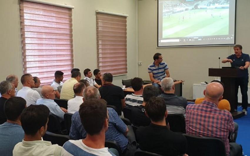 Bakıda FIFA təlimatçısının rəhbərliyi ilə seminar keçirilib