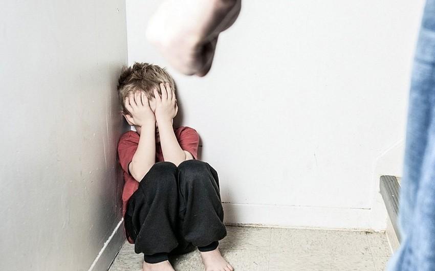 Bakıda kişi və arvadı ögey bacısının uşaqlarını qızdırılmış bıçaqla yandırıb, saçını kəsib