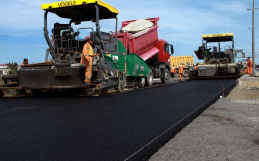 Bakının iki böyük prospektini birləşdirən yolda yeni asfaltın döşənməsinə başlanılır