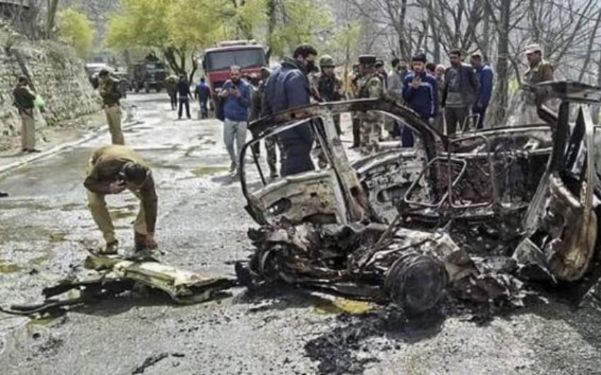 Hindistanda qarışıqlıqlar zamanı azı 5 qatar və 15 avtobus yandırılıb