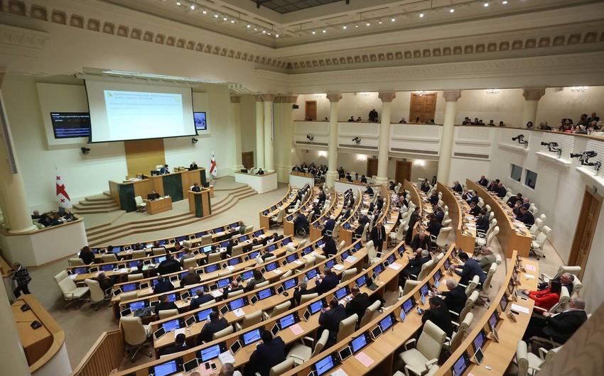 Gürcüstanda daha bir partiya parlamentdə təmsilçilikdən imtina edib