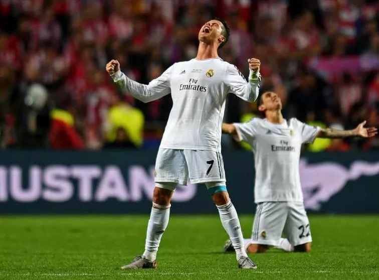 Тринадцать футболистов из Реала и Барселоны стали кандидатами в команду года УЕФА