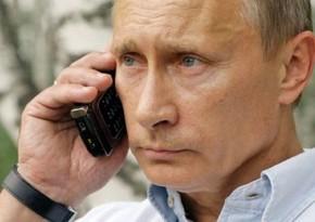 Vladimir Putin mobil telefon istifadə etmədiyini açıqlayıb