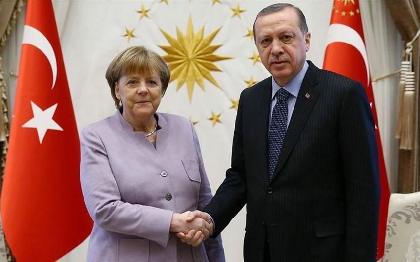 Ангела Меркель прибыла в Турцию - ФОТО