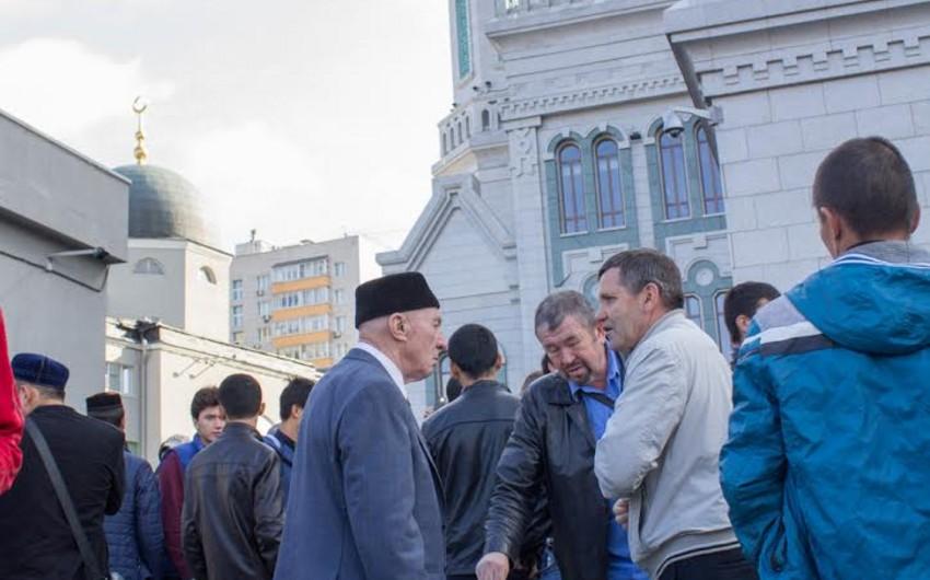 Moskvadakı Cümə məscidində Qurban bayramı qeyd olunub - FOTOREPORTAJ