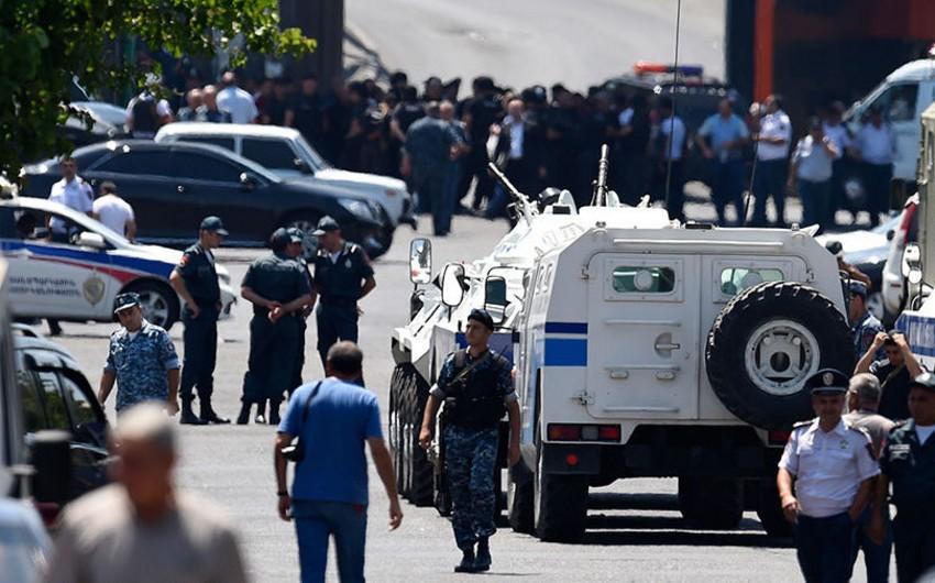 İrəvanda nümayişçilərlə polis arasında toqquşma baş verib, yaralananlar var - VİDEO