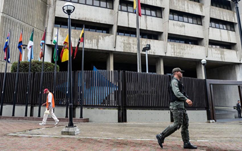 Venesuelanın müxalifət liderlərindən biri Kolumbiyaya qaçıb