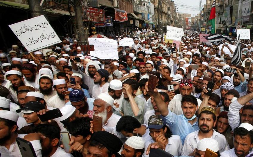 Pakistanda mitinqdə qumbara partlayıb, 39 nəfər yaralanıb