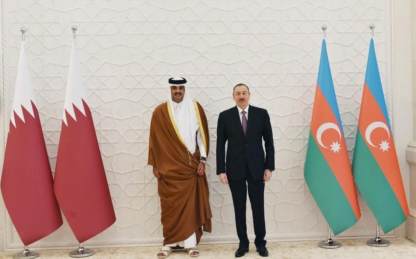 Эмир Катара позвонил президенту Ильхаму Алиеву