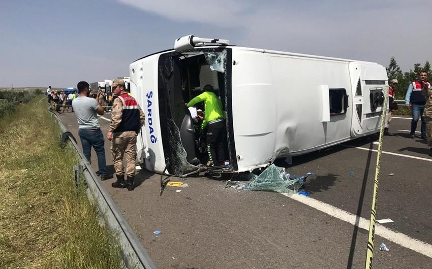 Türkiyədə avtobus aşıb, 5 nəfər ölüb, 14 nəfər yaralanıb