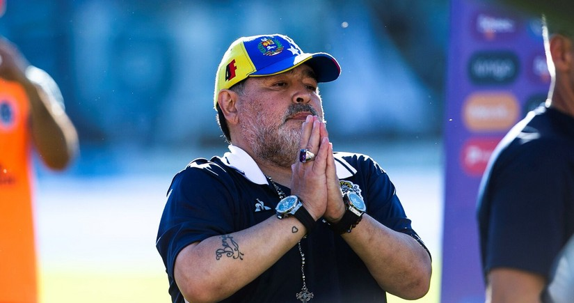 Maradonanın ölümü ilə bağlı FIFA-nın qərargahındakı bayraqlar endirildi