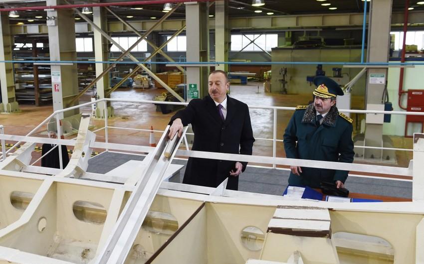 Президент Азербайджана Ильхам Алиев ознакомился с кораблем типа Туфан Береговой охраны ГПС и новой специальной техникой