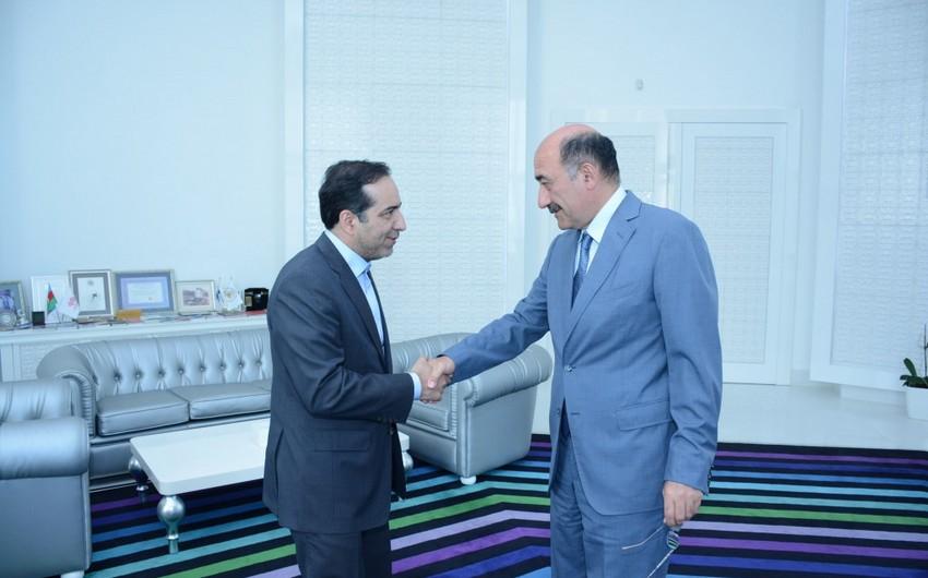 Əbülfəs Qarayev İran nümayəndə heyəti ilə görüşüb