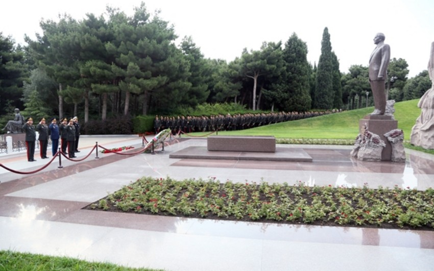 Defense Ministry officials visited Alley of Honor and Alley of Martyrs