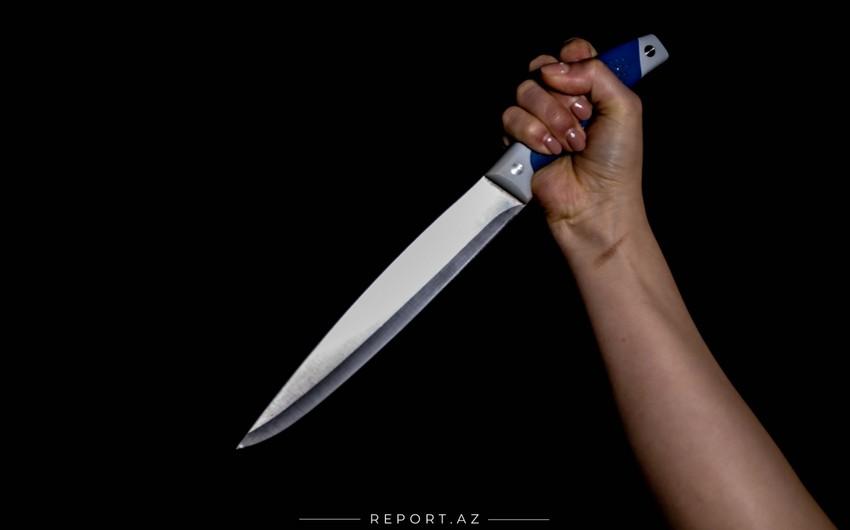 Sevgilisini bıçaqlayan 18 yaşlı qızın məhkəməsi başladı