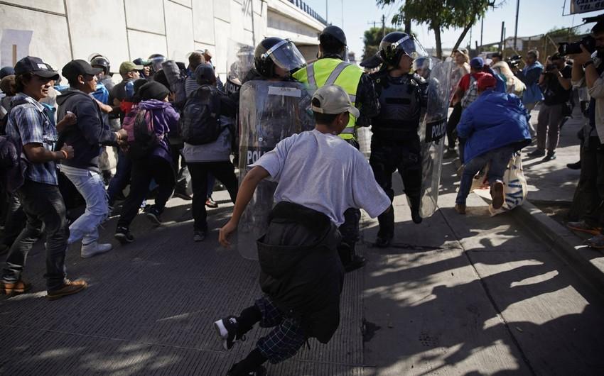 Meksika-ABŞ sərhədini keçməyə çalışan miqrantlar sığınacaqlara qayıdıblar
