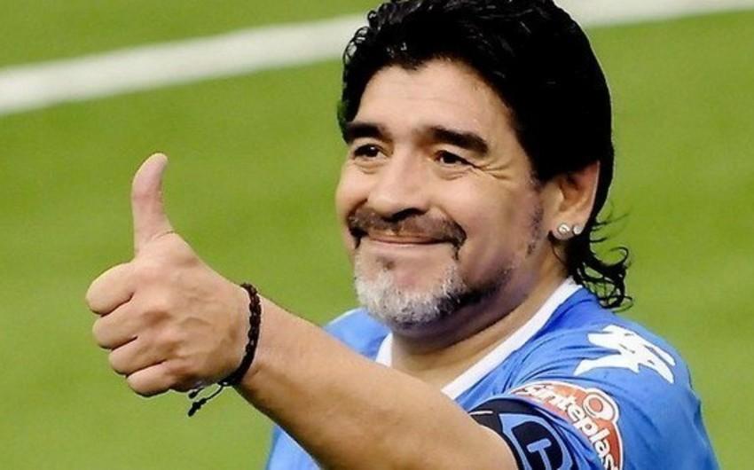Maradona Argentinanin Ximnasiya futbol klubunun baş məşqçisi olub