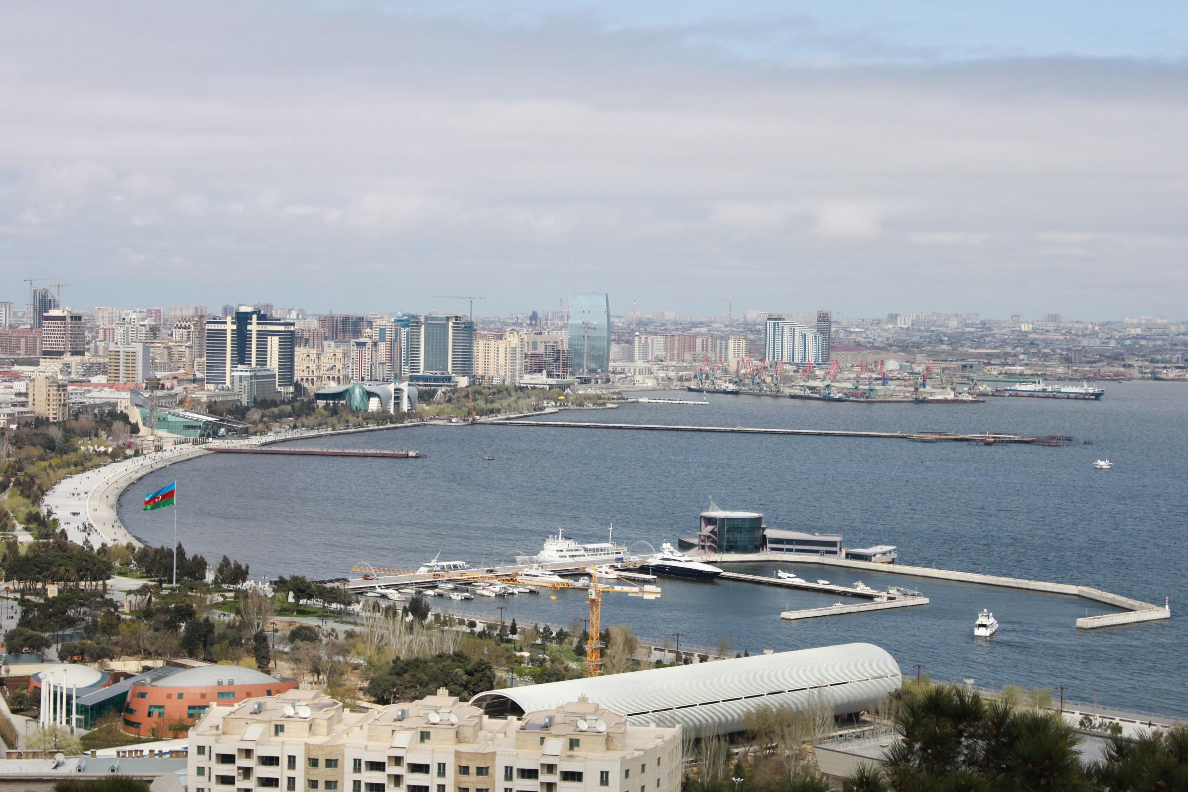 В Баку состоялся круглый стол, посвященный 25-летию установления дипотношений между Азербайджаном и Россией