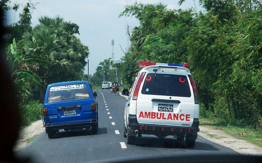 Banqladeşdə avtobusun dərəyə aşması nəticəsində 8 nəfər ölüb