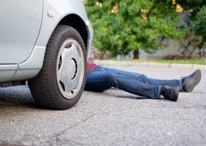 Qazaxda avtomobil yeniyetməni vurdu