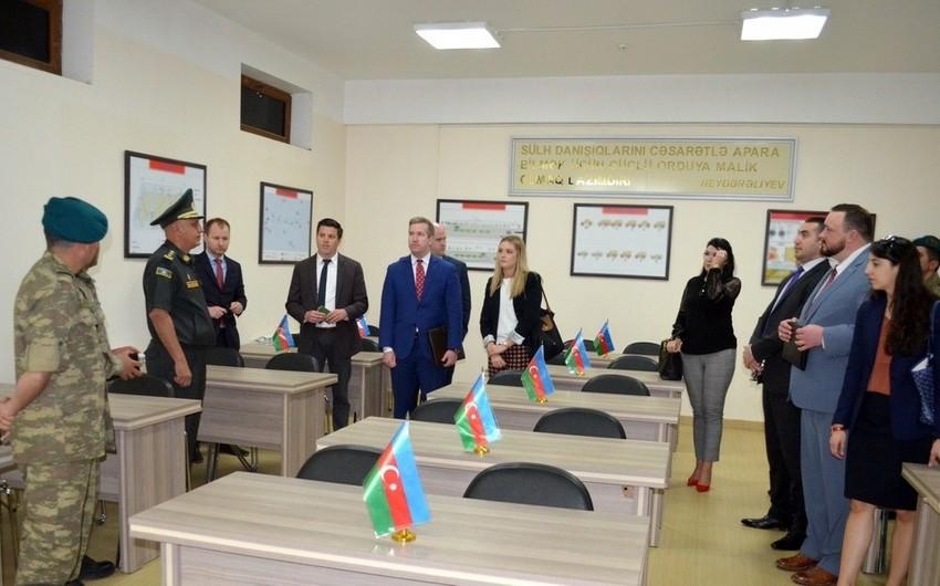 US delegation visits military unit - VIDEO